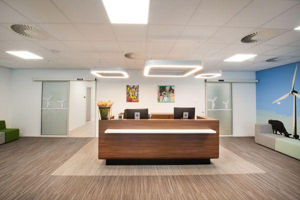 Ontvangstbalie - CORTONA lineaire design verlichting boven balies
