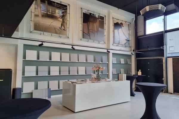 Modewinkel - GAUDI 70 inbouw trimless in kledingwinkel
